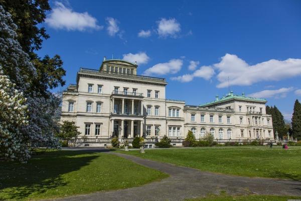 Foto van de achterzijde van Villa Hügel
